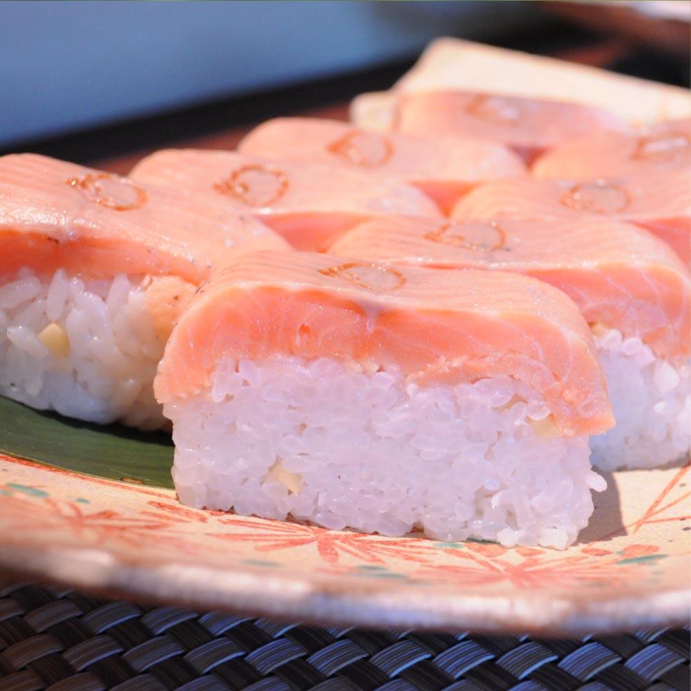 ビワマス寿司